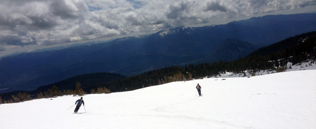 mount shasta conditions - skiing back down in glorious sunshine