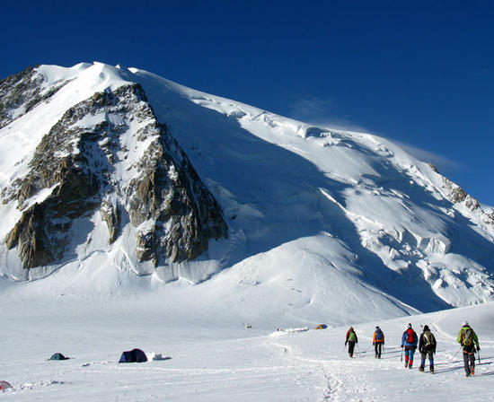 large avalanche on mont blanc rescuers searching debris snowbrains