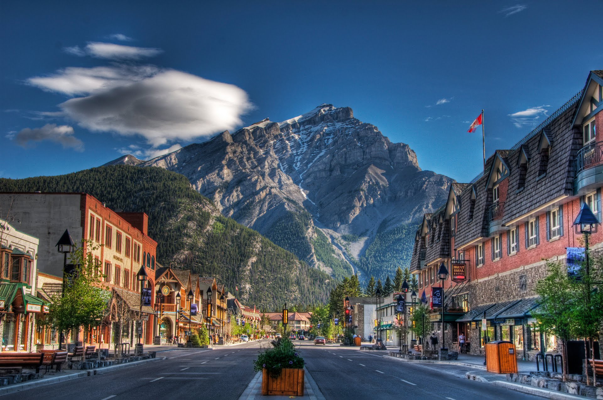7 reasons you should not move to a mountain town for Home wallpaper canada
