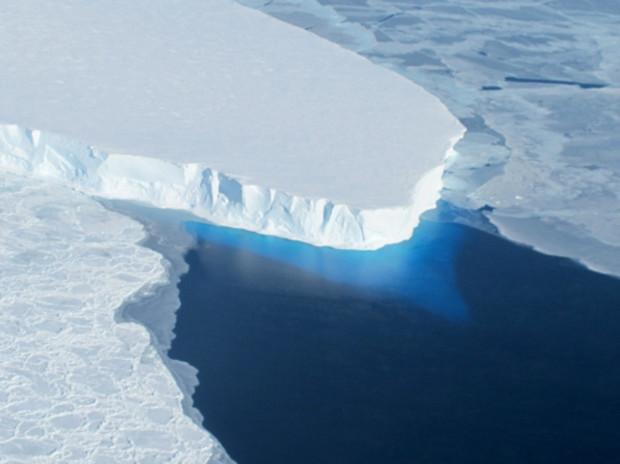 A NASA photo shows the Thwaites Glacier in West Antarctic.  photo:  NASA