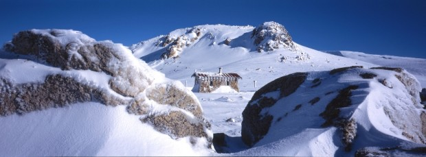 Seaman's Hut with Etheridge Ridge behind, Kosciuszko Main Range.  photo:  freephotoguide.com