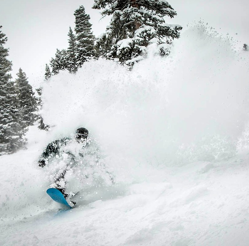 Aspen colorado deep snow snowboard