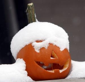 Jack o'lantern and snow.
