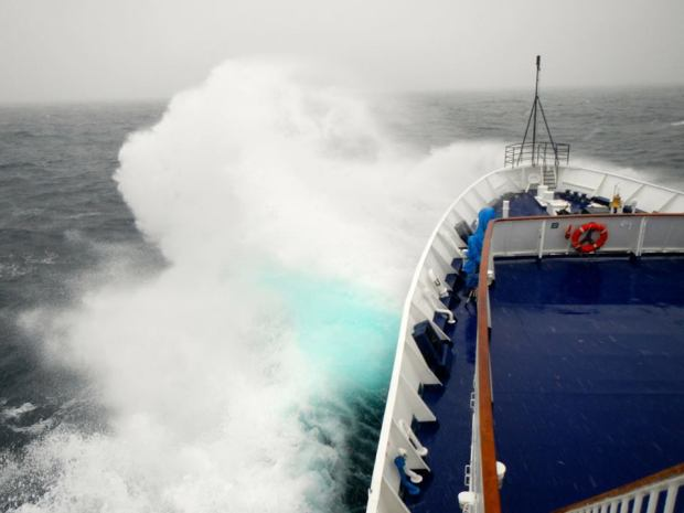 Force 12 Drake Passage madness on the way home. Big spray. photo: Ode Siivonen