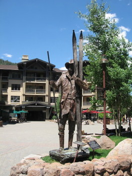 Snowshoe Thompson statue in Squaw Valley