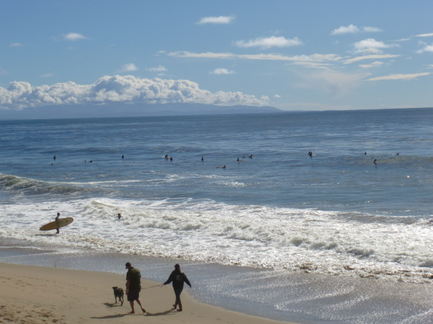 2:00 p.m. 26th Avenue is crowded and the waves are still pumping.