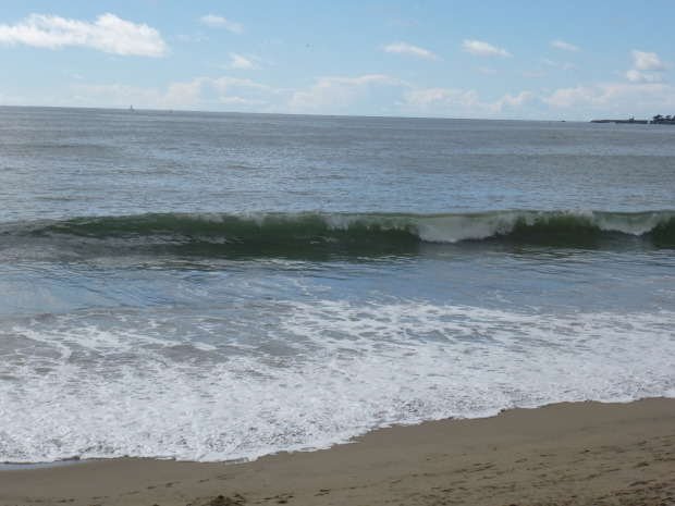 Large shore break near the stairs at 26th Avenue makes more some fun thrashings.