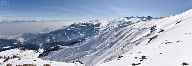 D4 avalanche in Gulmarg, India on February 11th, 2015.