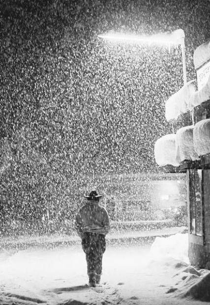 Charlie Rider of South Lake Tahoe walks through the falling snow in this image from March 27, 1991. photo: tahoe tribune