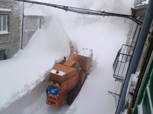 Capracotta, Italy gets biggest 24-hour snowfall on record at 100 inches on March 5th, 2015.