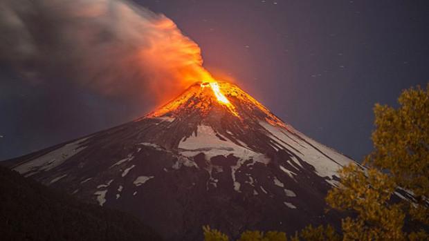 An eruption on Villarica in March 3rd, 2015.