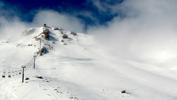 Can you guess which tracks are from the Squaw skier?