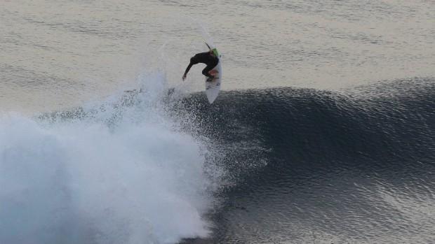 A local getting nasty at Lobos.  photo:  tu sesion