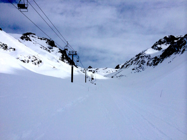 The currently derailed Neptuno chairlift.  You can see the cable and chairs on the ground.  photo:  adria millan
