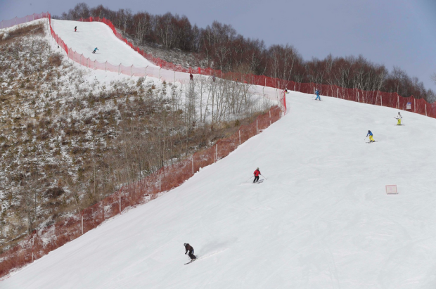 A ski resort near Zhangjikaou, China that may hold on snow events in 2022. photo: Rolex Dela Pena/European Pressphoto Agency