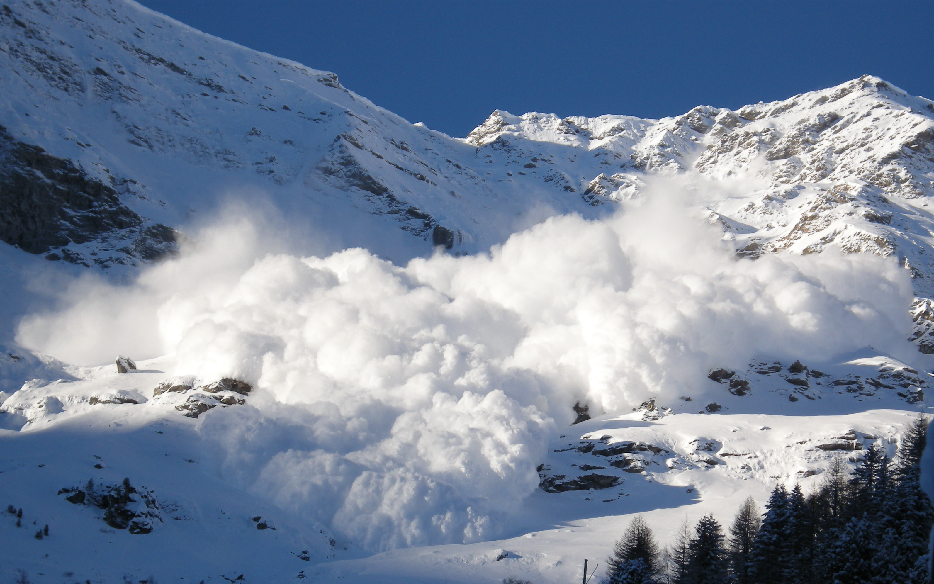 Avalanche Natural Disaster Definition