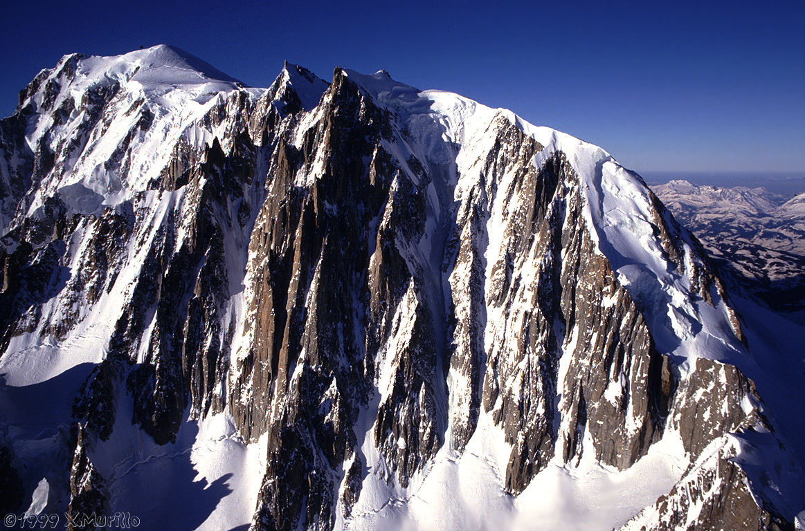 avalanche kills 1 injures 2 on mont blanc today snowbrains