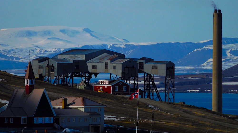 Coal extracting infrastructure in Longyearbyen. photo: snowbrains
