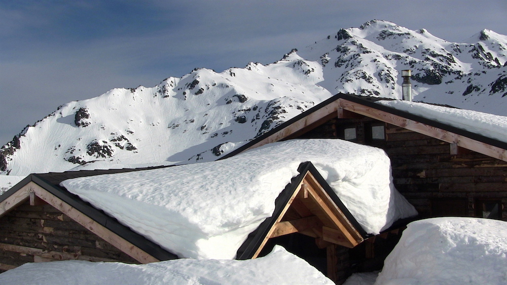 Big snow on the main lodge. photo: snowbains
