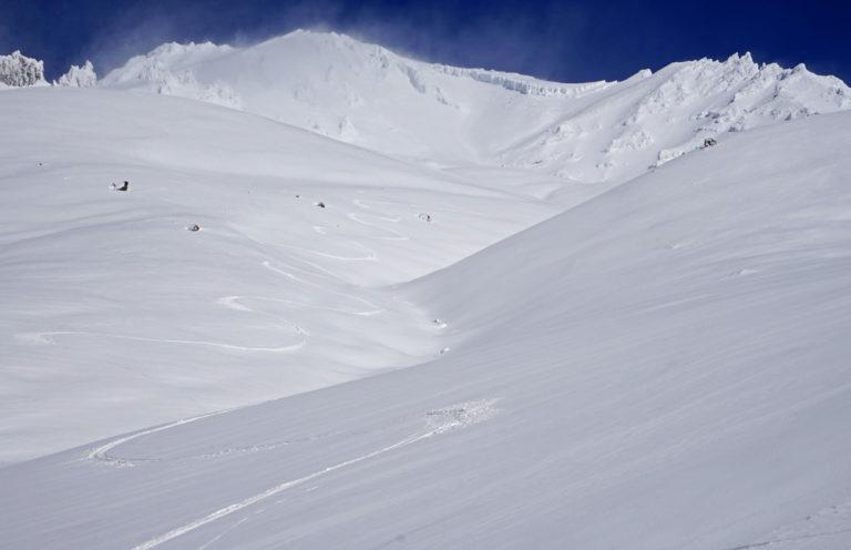 Ski Avalanche Gulch Mt. Shasta 10.18.16. photo: mt. shasta guides.