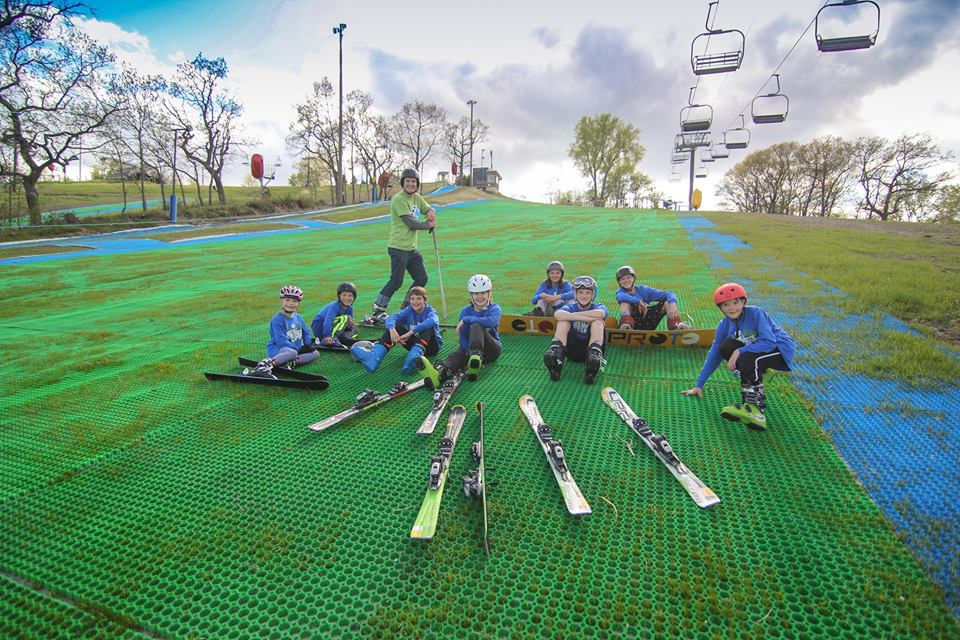 Racing on dry slope