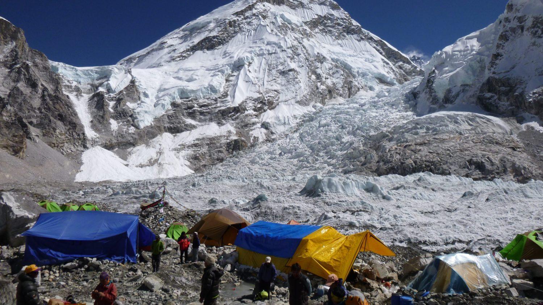 ski resort, Mount Everest, restaurant, joke, April fools, funny
