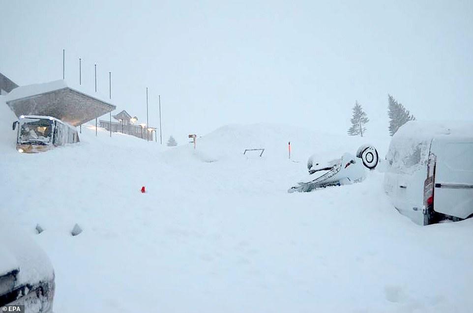 Switzerland, hotel, avalanche