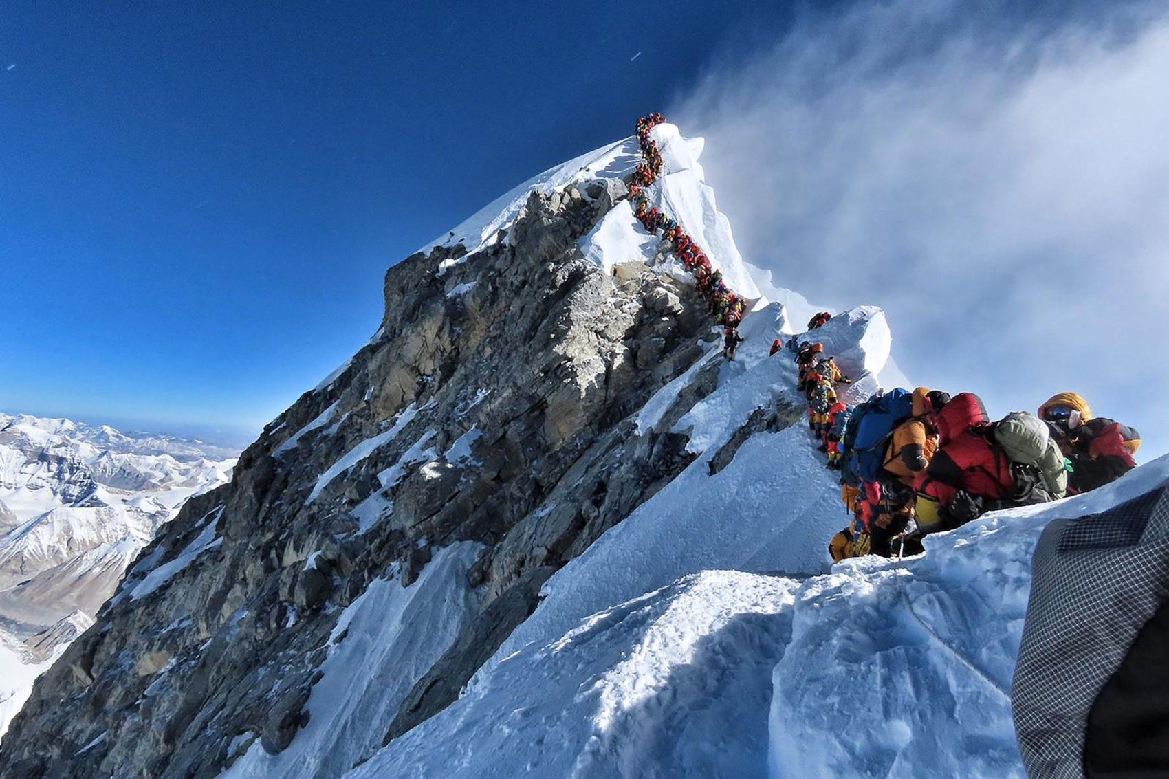 crowded everest summit, mountaineer, HAPE