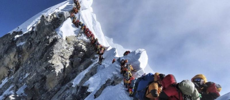 Everest Traffic, crowded