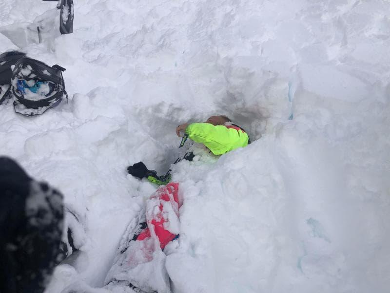 avalanche, utah, snowmobilers, buried