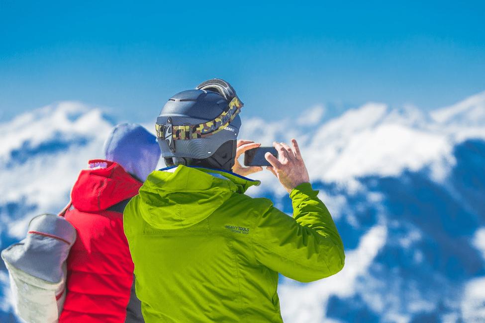 how to take skiing photos