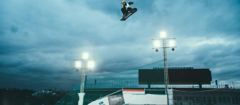Show big air snowboarding