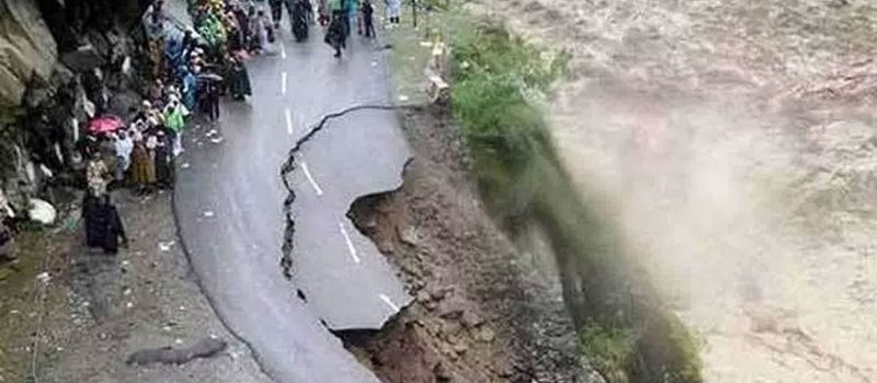 Flash flooding caused by glacier crack