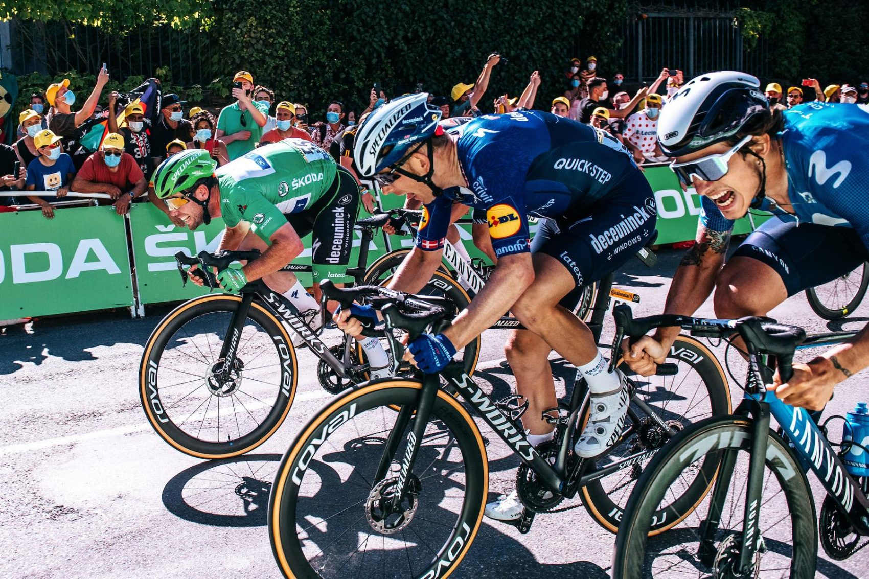 Mark Cavendish goes for Green